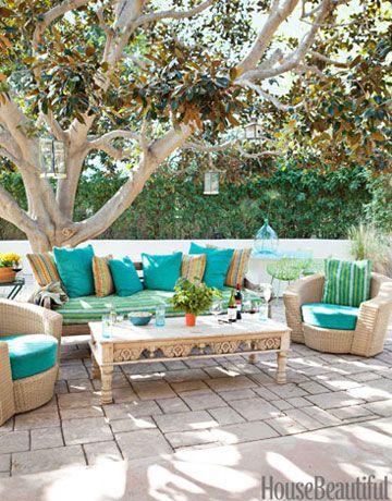 Var zsolj otthont kintre kreat v lakberendez si tletek a for Colorful backyard decorating ideas